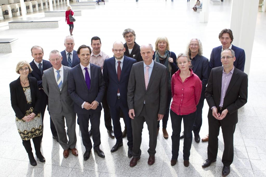 Minister Blok en Expertteam Eigenbouw